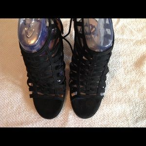 Lady's black shoes by Fergie size 6 1/2